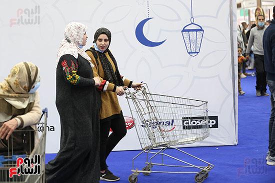 التسوق داخل معرض أهلا رمضان