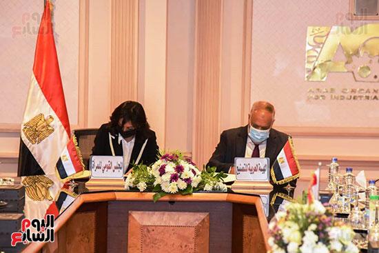 تعاون بين العربية للتصنيع والقومى للمرأة لتجهيز وتدبير احتياجات المجلس (2)