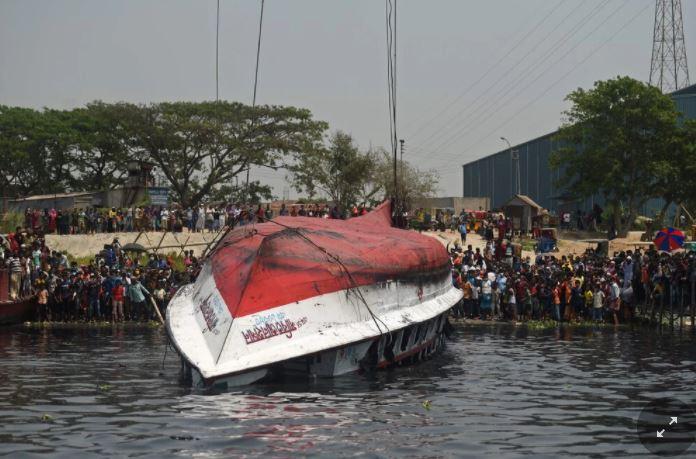 غرق العبارة في بنجلاديش