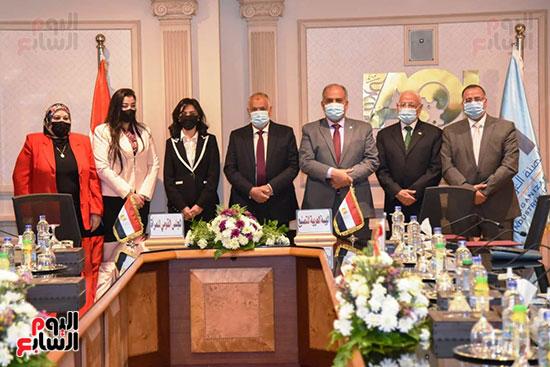 تعاون بين العربية للتصنيع والقومى للمرأة لتجهيز وتدبير احتياجات المجلس (1)