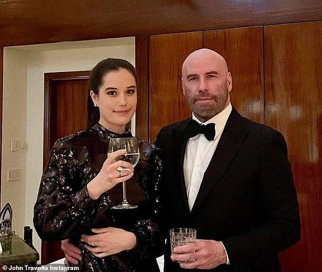جون ترافولتا مع ابنته