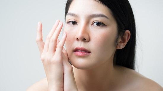 وصفات طبيعية للتخلص من بقع الوجه الداكنة