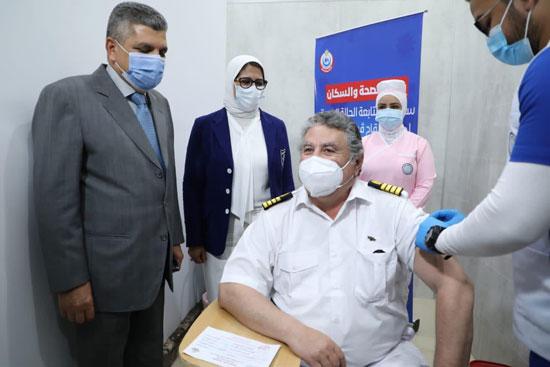 الصحة تعلن بدء تطعيم العاملين فى قطاع السياحة بالبحر الأحمر وجنوب سيناء (2)