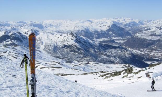 متزلج علي الجليد