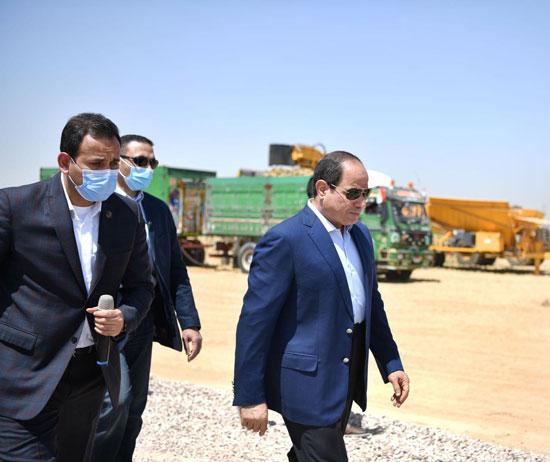 الرئيس-السيسى-يتفقد-مشروع--مستقبل-مصر-(18)