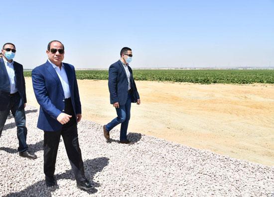 الرئيس-السيسى-يتفقد-مشروع--مستقبل-مصر-(17)