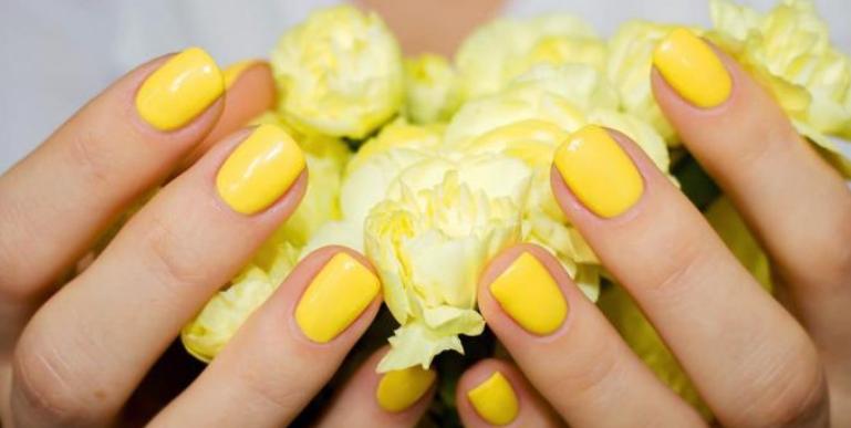 الأصفر يتربع على عرش ألوان طلاء الأظافر