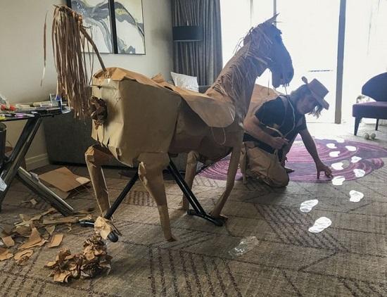 من أكياس الوجبات السريعة صنع ماريوت حصانًا