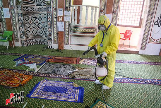 تعقيم مساجد الحسين والأسمرات استعدادا لشهر رمضان (14)