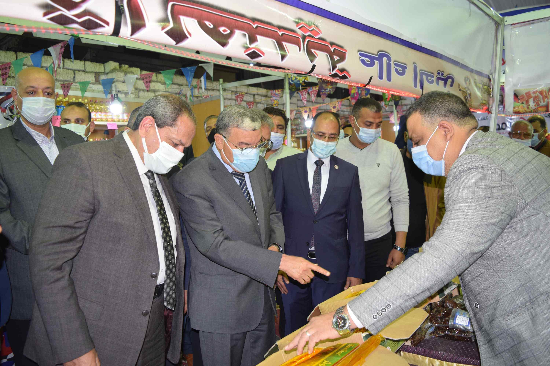 جولة محافظ المنيا بمعرض اهلا رمضان