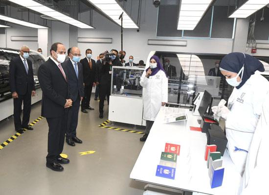 الرئيس السيسى يشهد افتتاح مجمع إصدار الوثائق المؤمنة والذكية بالعاصمة الإدارية (17)