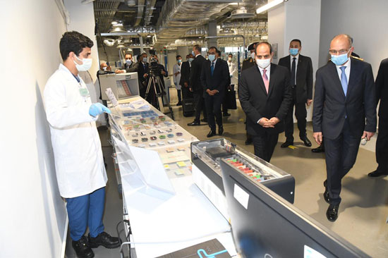 الرئيس السيسى يشهد افتتاح مجمع إصدار الوثائق المؤمنة والذكية بالعاصمة الإدارية (3)