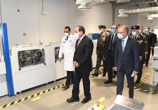 الرئيس السيسى يشهد افتتاح مجمع إصدار الوثائق المؤمنة والذكية بالعاصمة الإدارية (11)