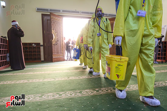 تعقيم مساجد الحسين والأسمرات استعدادا لشهر رمضان (16)