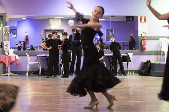 أصدر الاتحاد الإيطالي لرياضة الرقص قرارًا بالسماح لـ 34 رياضيًا بالتدريب