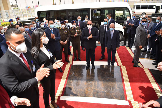 لحظة وصول الرئيس السيسي لافتتاح مجمع الإصدارات المؤمنة والذكية
