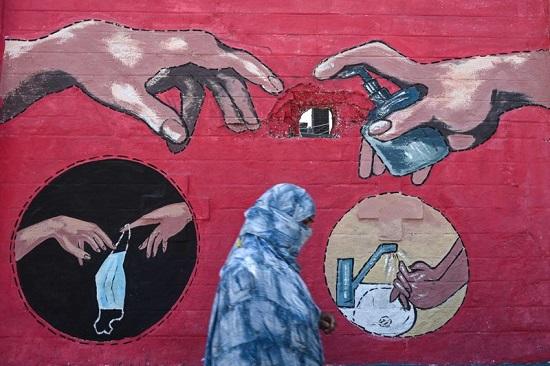 لوحة جدارية للوحة الجدارية لمايكل أنجلو خلق آدم