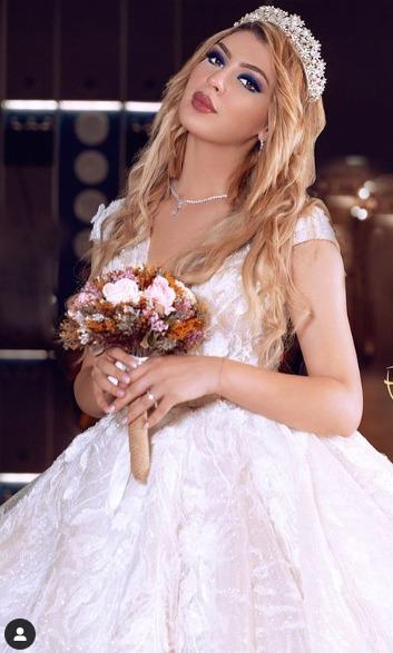 زوجة أبوجبل بفستان الزفاف