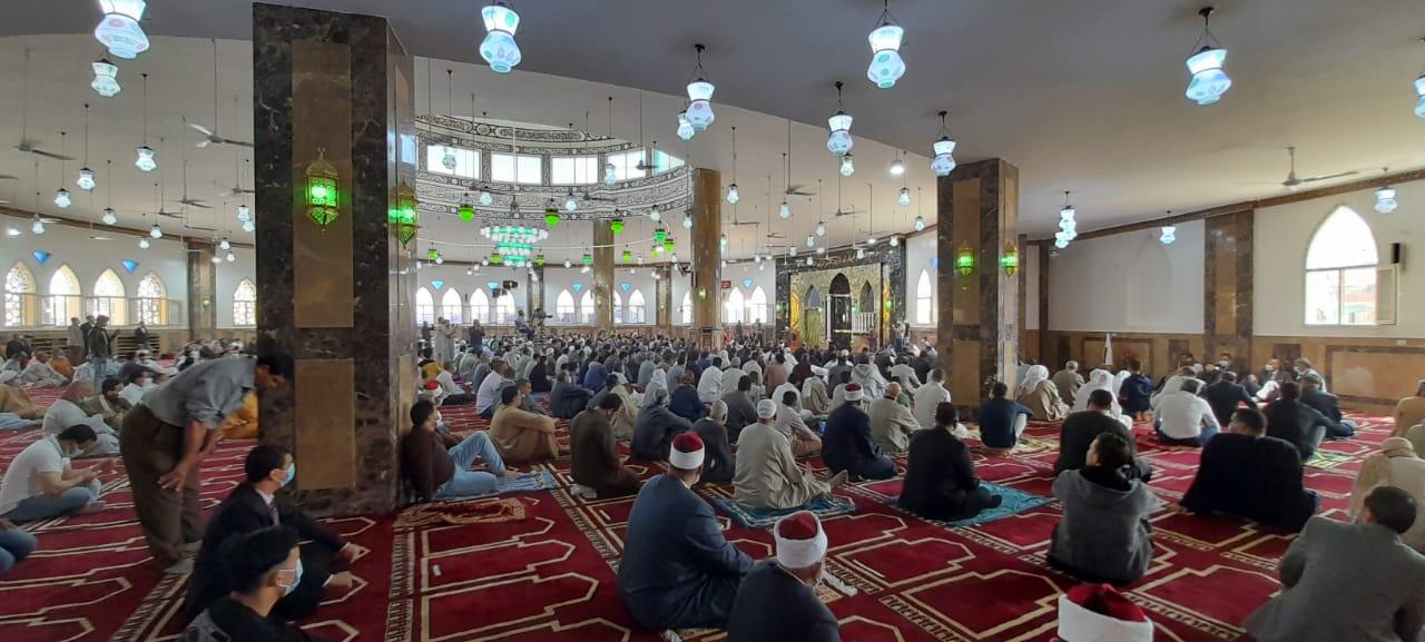 المصلين خلال افتتاح مسجد النور بالمنصورية