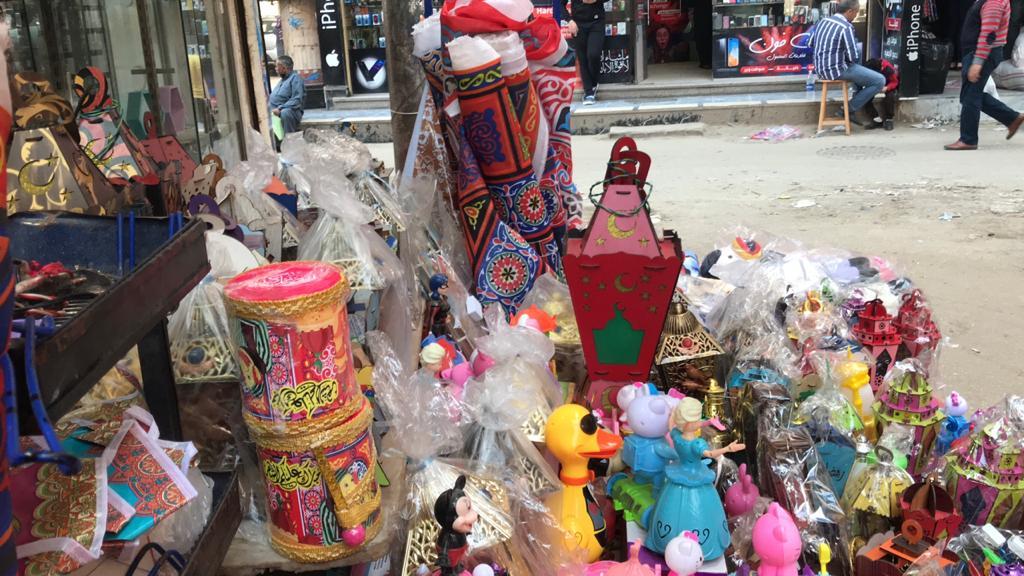 فوانيس وزينة أمام محل رامى القبطى  (2)