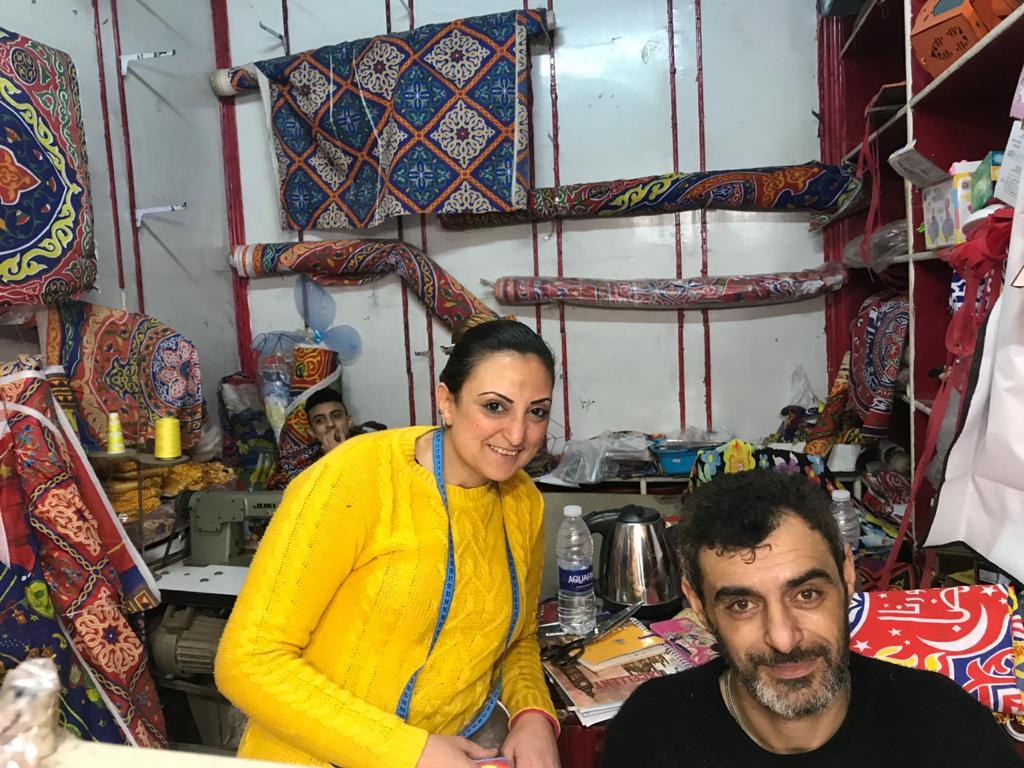 أسرة رامى حلمى القبطية داخل المحل الخاص بهم  (2)