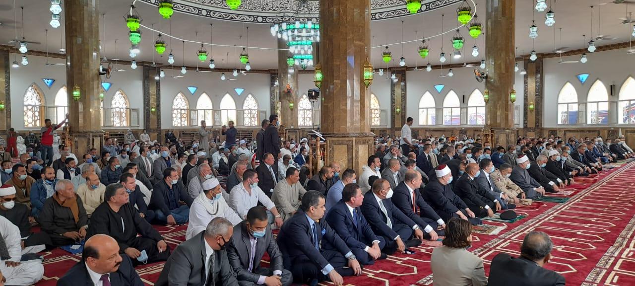 قيادات محافظة الجيزة خلال افتتاح مسجد النور بالمنصورية