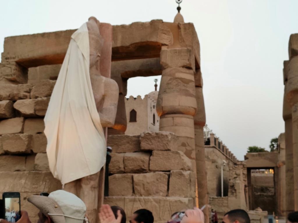 الفرعون رمسيس الثانى يحتفل بعودة تماثيله لواجهات معبده بعد آلاف السنين (12)
