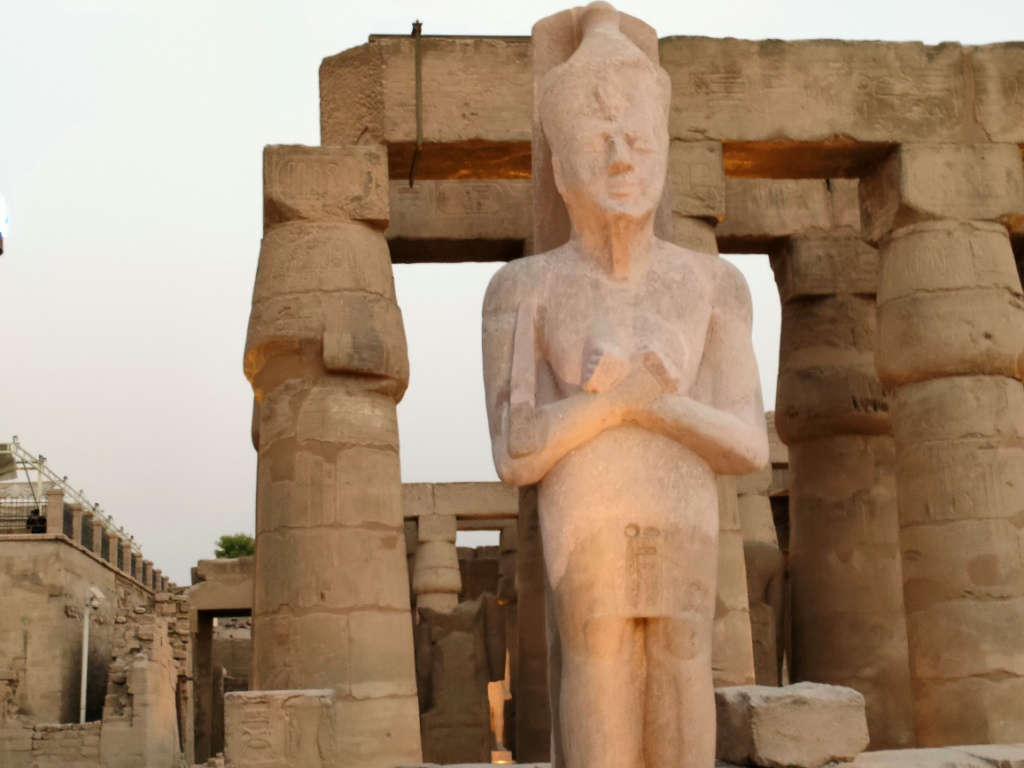 الفرعون رمسيس الثانى يحتفل بعودة تماثيله لواجهات معبده بعد آلاف السنين (2)