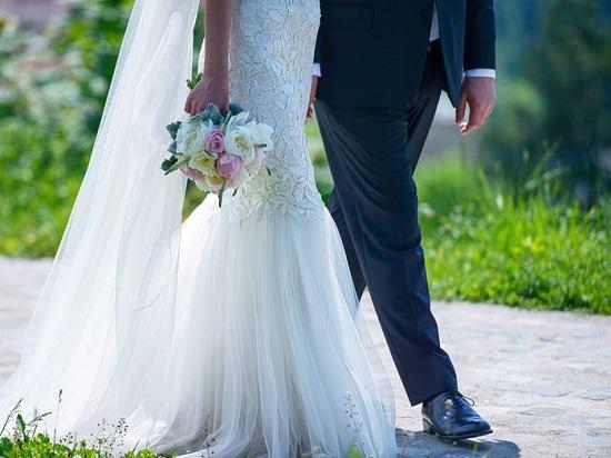 فستان زفاف بذيل عروس البحر