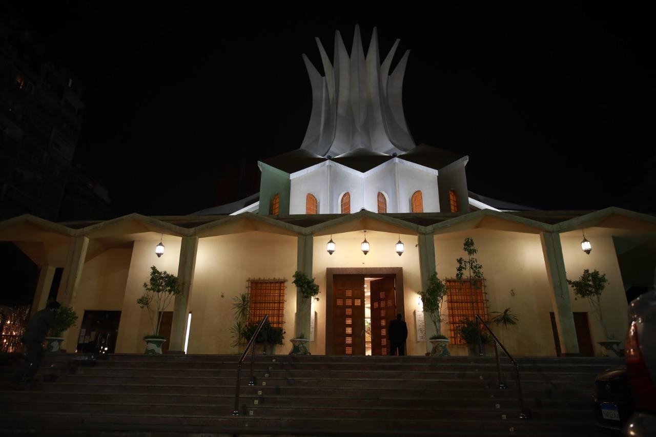 الكاتدرائية تتزين بالأضواء احتفالا بعيد القيامة المجيد