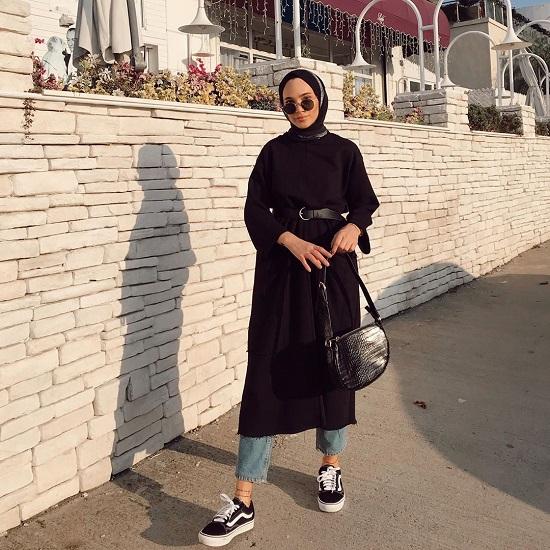 أفكار لتنسيق ملابسك السوداء مع الحجاب (8)