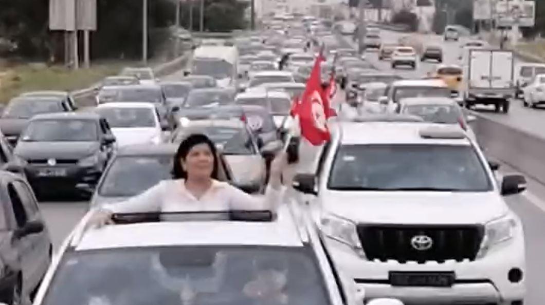 عبير موسى تقود مسيرة بالسيارات 2