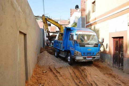 تنفيذ اكبر خطة لتطوير العشوائيات بمدينة الخارجة (9)