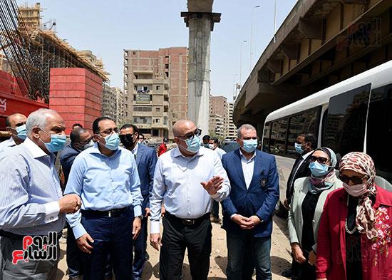 رئيس الوزراء يتفقد أعمال محور الفريق كمال عامر  (2)