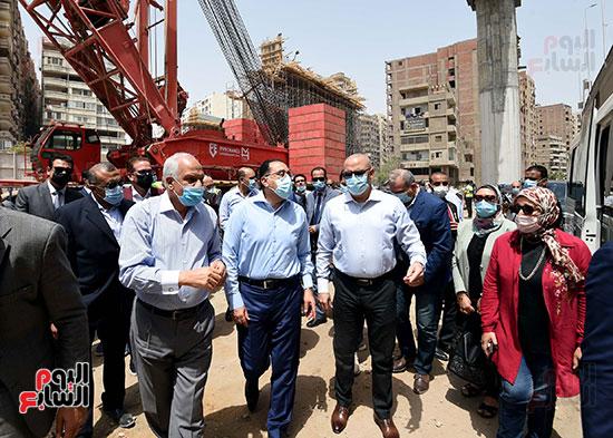 رئيس الوزراء يتفقد أعمال محور الفريق كمال عامر  (3)