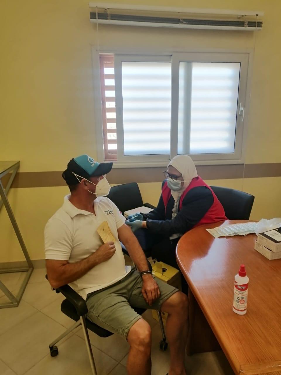 تطعيم العاملين بالسياحة بلقاح كورونا
