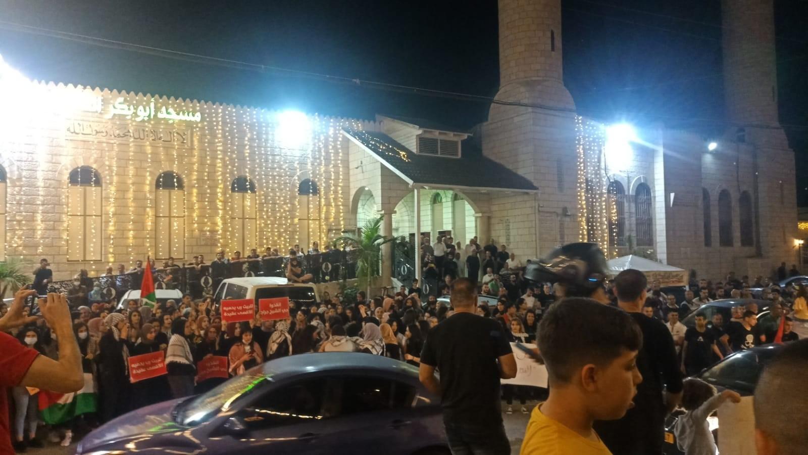 أعداد من المتظاهرين الفلسطينيين