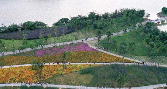 ضفاف-نهر-ليو-تصبح-حديقة-أيديولوجية-(2)