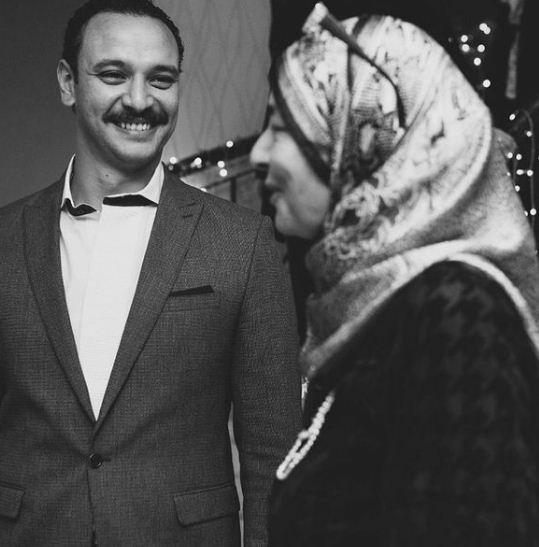 احمد خالد صالح ووالدته