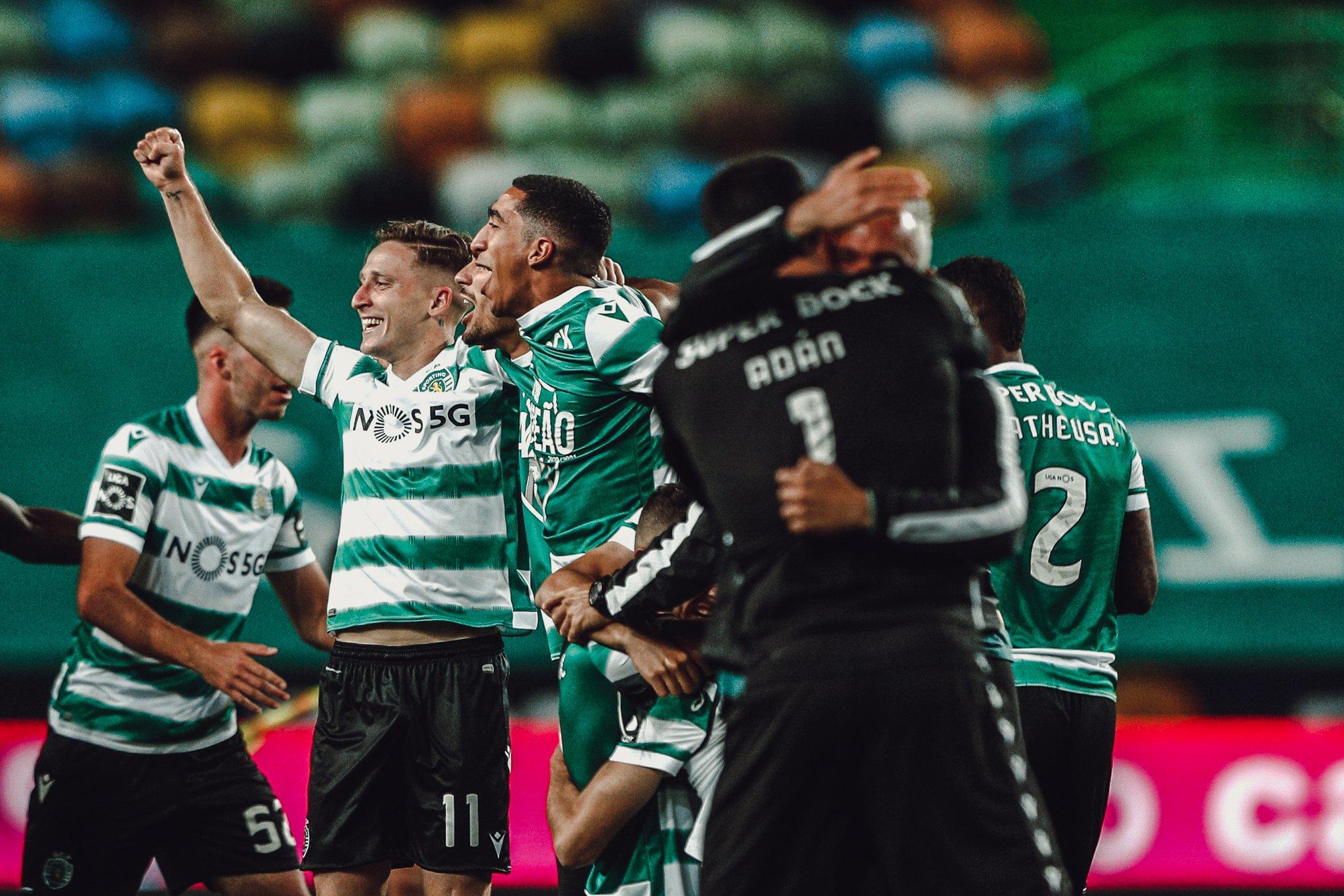 احتفالات لاعبى سبورتنج لشبونة بلقب الدوري البرتغالى (4)