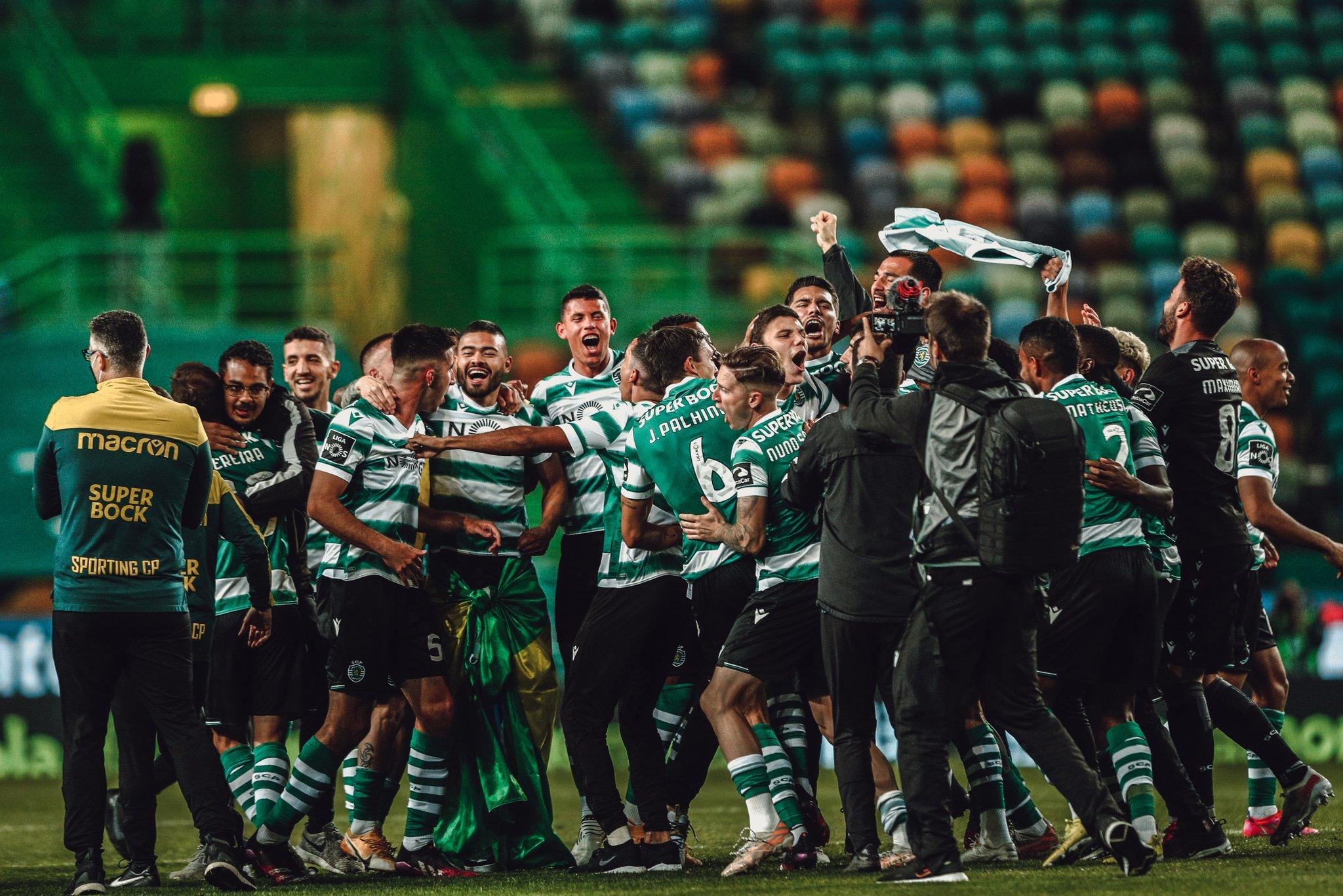 احتفالات لاعبى سبورتنج لشبونة بلقب الدوري البرتغالى (1)