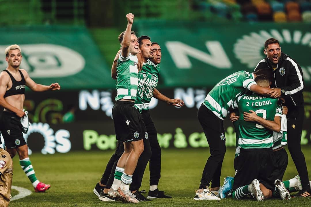 احتفالات لاعبى سبورتنج لشبونة بلقب الدوري البرتغالى (3)
