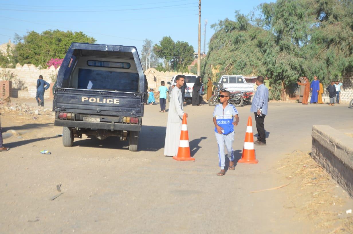 غلق الطرق المؤدية إلى المقابر لمنع زيارتها بالعيد