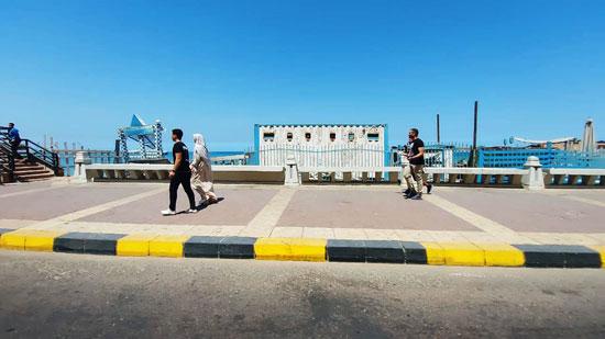 إغلاق-شواطئ-الإسكندرية-وخلوها-من-المواطنين-(3)