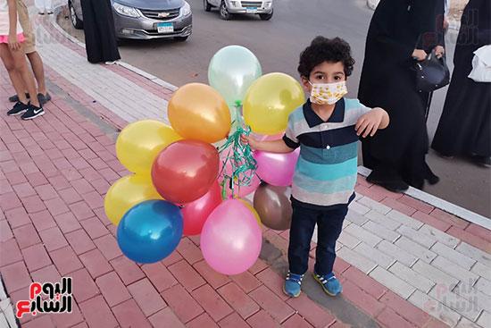 البلالين عنوان احتفال الأطفال بالعيد