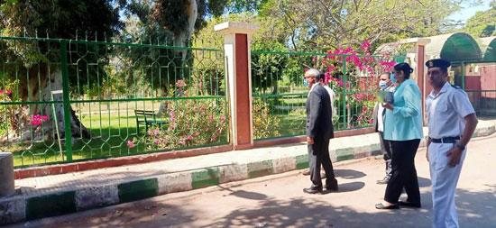 محافظ-القليوبية-يتابع-غلق-حدائق-القناطر-الخيرية-وكورنيش-النيل-ببنها-(10)