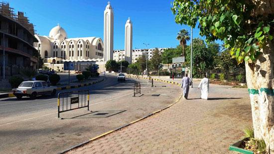 المواطنين-يلتزمون-بمنع-الاحتفالات-بالعيد-فى-أسوان--(5)
