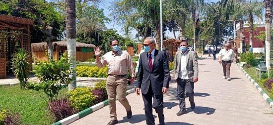 محافظ-القليوبية-يتابع-غلق-حدائق-القناطر-الخيرية-وكورنيش-النيل-ببنها-(4)