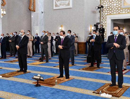 الرئيس السيسي وكبار رجال الدولة يؤدون صلاة عيد الفطر بمسجد الماسة بالعلمين الجديدة (2)