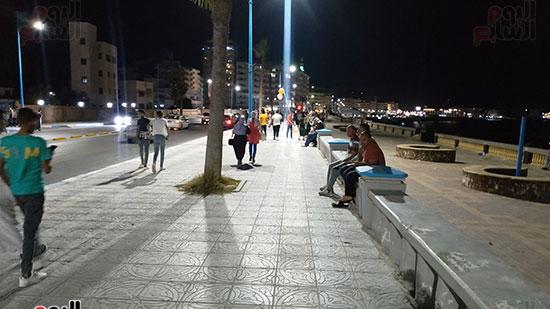 المواطنون-يقضون-ليلة-العيد-على-الكورنيش